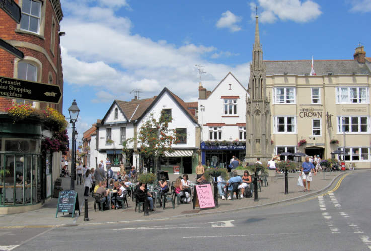 Glastonbury_town_centre_arp